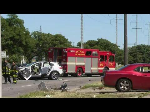 Multiple people injured in crash on 8 Mile Road in Detroit