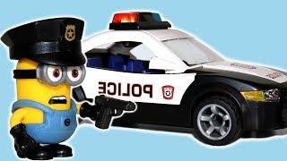 Minions se convierte en policía para Niños. Agarra villanos Playmobil Carros Car Station