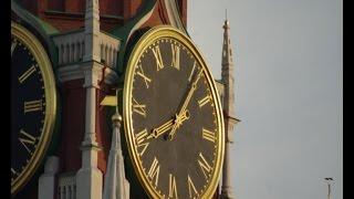 В воскресенье время переводится на один час назад. Весной переводить часы обратно уже не будем