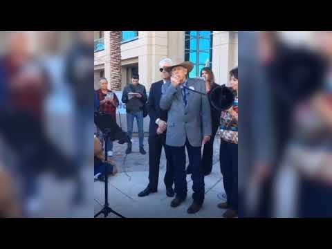 Cliven Bundy speaks outside Las Vegas Police Department