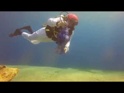 هلال رمضان تحت الماء