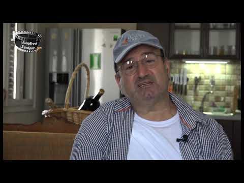 Ο Γιώργος Καρυπίδης έχασε το δεξί του χέρι σε ατύχημα αλλά συνεχίζει να παίζει λύρα με ένα χέρι (βίντεο)