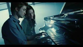 Edward Cullen Tocando El Piano