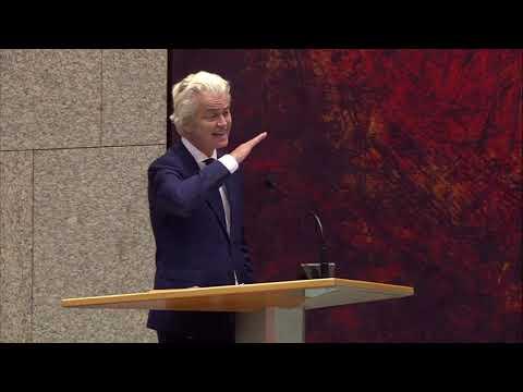 Geert Wilders (PVV) wijst Jesse Klaver (GroenLinks) fijntjes op zijn 'roomboterblanke partij'