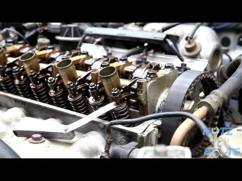 Der Motor der Salut das Öl mit dem Benzin