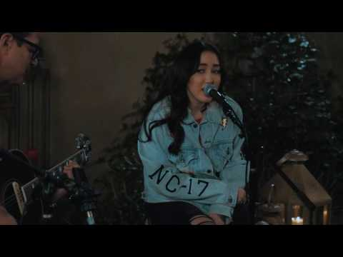 Noah Cyrus - Almost Famous [Acoustic Performance]