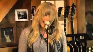 Live from Daryl Hall's house with Grace Potter: Paris (Ooh la la)