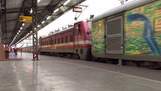preview picture of video 'Entry of Pune Howrah Duronto at Tatanagar'
