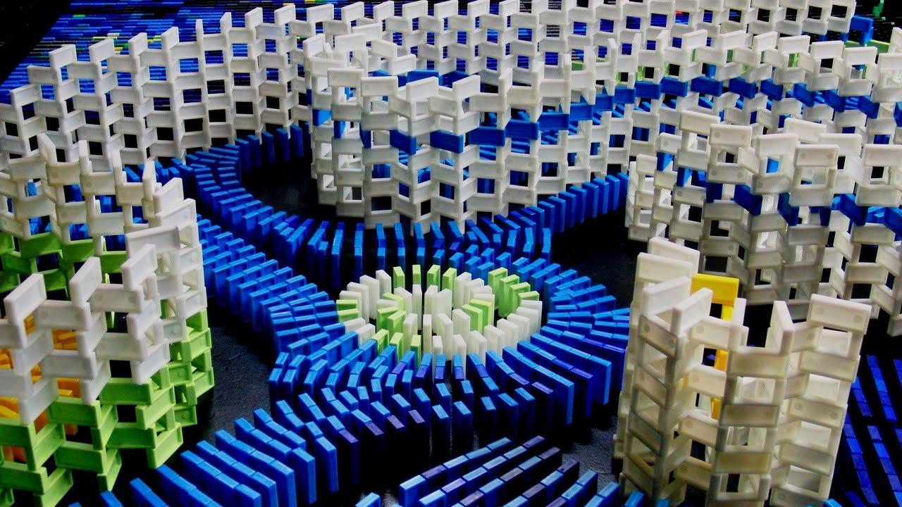 7000 Dominos Make Vincent Van Gogh's Starry Night Even More Mesmerising