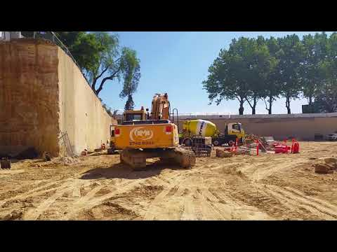 GTS 4 diamond rock saw in action cutting sandstone on a 30 tonne excavator