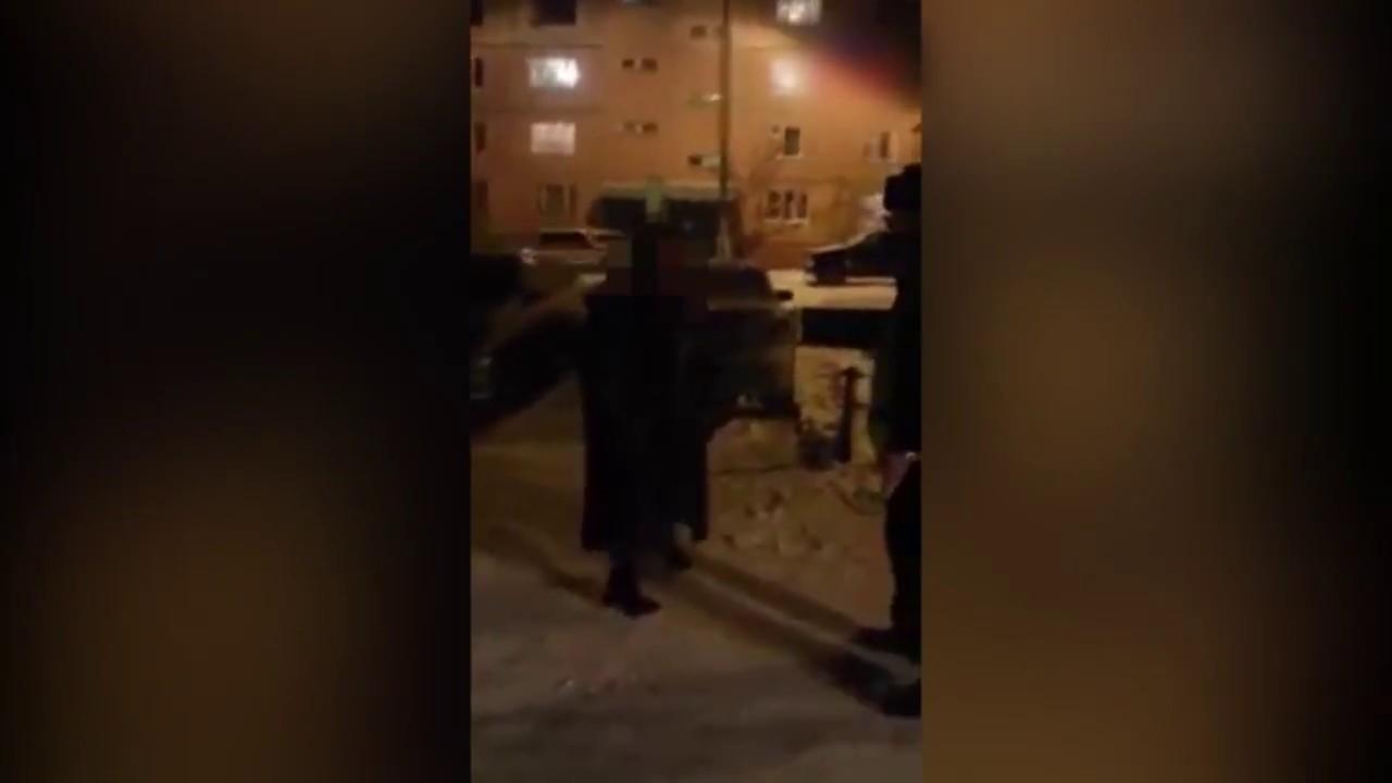 Женщина устроила дебош во время задержания полицией - Братск