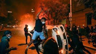 Новая волна беспорядков в Нью-Йорке. На улицах Манхэттена появились мародеры. Шествие в Бруклине собрало несколько тысяч человек.  Группы агрессивных людей бьют витрины магазинов и через них выносят товары. Однако есть и те, кто во время беспорядков взывает к разуму. В толпе даже началась драка из-за того, что один демонстрант призывал другого не бить витрины. Накануне к манифестантам по всем Соединенным Штатам обратился брат погибшего Джорджа Флойда.  ---------- Подпишись на канал: https://www.youtube.com/user/mir24tv?sub_confirmation=1  Наши интернет-ресурсы: МИР 24 • http://mir24.tv Телеканал МИР • http://www.mirtv.ru Телеканал МИР PREMIUM • http://www.mirpremium.tv Радио МИР • http://radiomir.fm/  Мы в социальных сетях: VK • https://vk.com/mir24tv Facebook • https://www.facebook.com/Mir24TV OK.RU • https://ok.ru/mir24tv Twitter • https://twitter.com/mir24tv Instagram • https://www.instagram.com/mir24tv/ Telegram • https://t.me/mir24tv  Читайте также: Яндекс.Дзен • https://zen.yandex.ru/media/mir24tv Яндекс.Новости • https://yandex.ru/news/?favid=3087&from=rubric