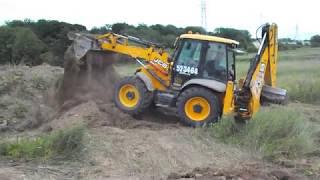 Как убрать землю с участка? Ответ  🚜 трактором JCB 4CX - traktor39.ru
