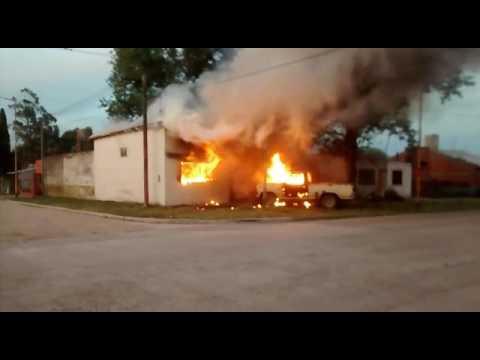 Pueblada en Juárez por un chico muerto. Atacaron Comisaría y quemaron chatarrería