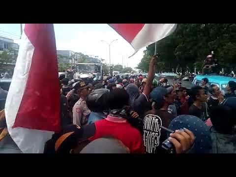 Video: Aksi Sopir Angkutan Konvensional di Depan Kantor Gubernur Sulsel