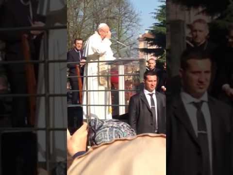 Risultati immagini per immagini di papa francesco quartiere forlanini