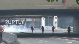 Venezuela: Tear gas fills the streets as anti-govt protests continue in Caracas