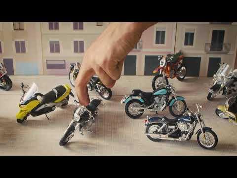 Les motos, aparcades al seu lloc.