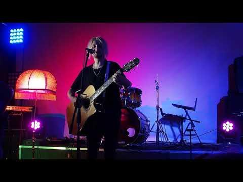 Женя Мильковский -  Самый дорогой человек (acoustic)
