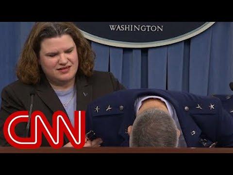 Генерал ВВС США упал в обморок во время пресс-конференции