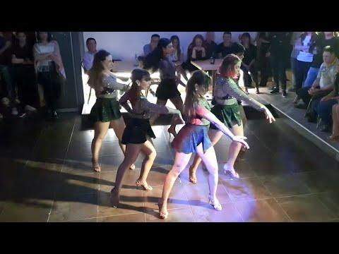 MaMaCiTaS - BAILA COMO ES Show @ Moodies Latino - Perugia
