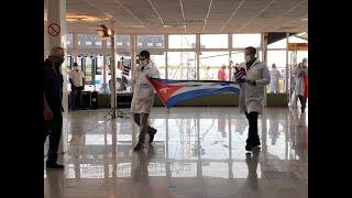 El regreso de los médicos cubanos de Lombardía