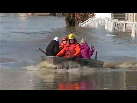 العرب اليوم - شاهد: مقتل شخص و نزوح 1700 بسبب فيضانات في إقليم كيبيك الكندي