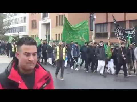 Tomio Okamura: Muslimové pochodují britským městem na oslavu Mohamedových narozenin