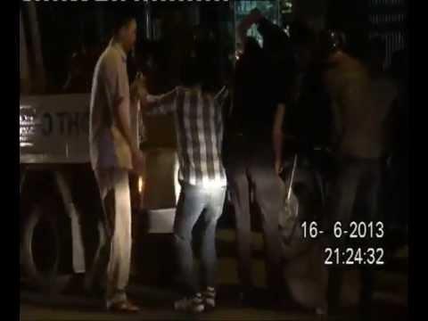 cảnh sát dùng súng bắn lưới bắt 'quái xế'