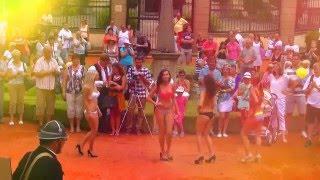 BUCHLOVICE-Na festivalu česneku se ukázaly i krásné ženy v plavkách 4.