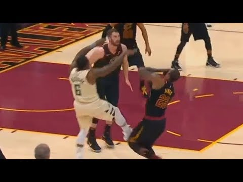 LeBron James Gets Hit in the Face By Eric Bledsoe and Calls Timeout!