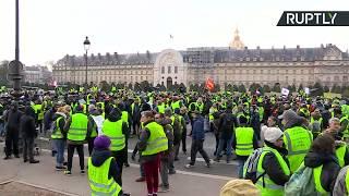 «Жёлтые жилеты» вышли на акцию протеста в Париже