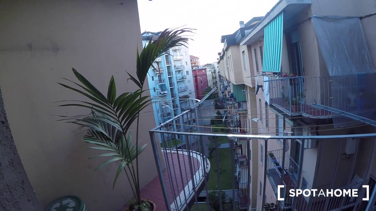 Rooms for females in 3-bedroom apartment with balcony in Citta Studi