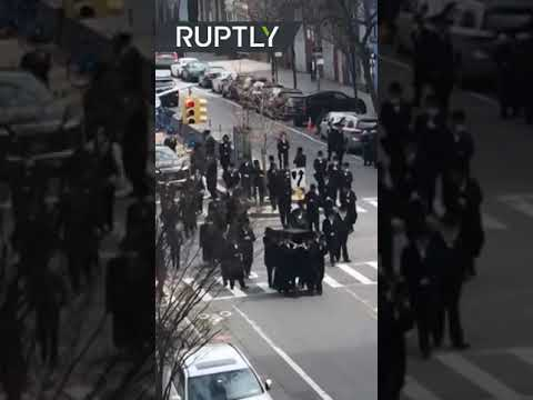 Social-distancing? | NYC Jews hold funeral despite COVID-19 pandemic