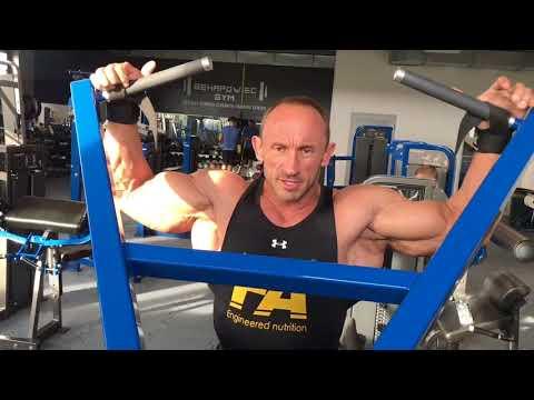 Ekspander, który ćwiczy mięśnie