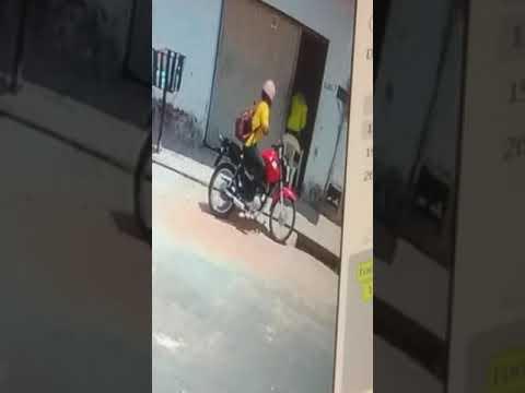 Câmera flagra tentativa de assalto no bairro Dirceu