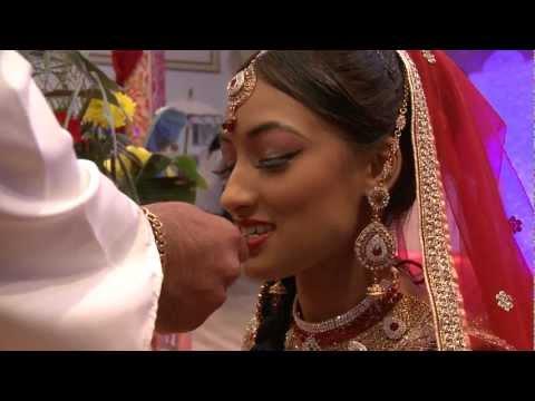 Hindu wedding ceremony, Vivah, Vivaah, Bhatwaan, Biya  Hindustani wedding from www.Weddingstudios.nl