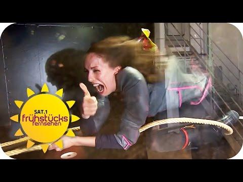 TEUER VS. BILLIG! Regenklamotten im Extrem-Check   SAT.1 Frühstücksfernsehen   TV
