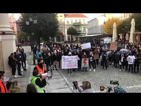 Wideo1: Strajk Kobiet w Lesznie (28.10.2020 )