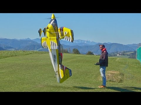 Incredible Model Airplane Flying Routine