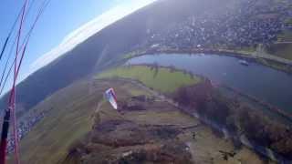 preview picture of video 'Gleitschirmfliegen an der Mosel im Dezember  # Klüsserath # 2013-12-15'