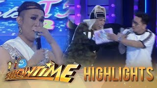Gambar cover It's Showtime Miss Q & A: Vice gets surprised with Miss Q & A contestant's story about her mother