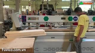 Máy khoan ngang CNC-2500B trong xưởng sản xuất gỗ chuyên nghiệp