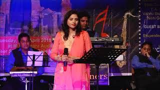 Anju Dave performing Lata ji Song 'Na jaane kyun hota hai zindagi ke baad'