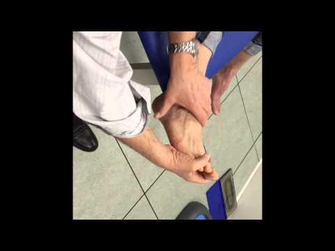 Comme étendre les muscles des pieds après les entraînements