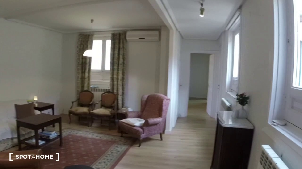 Cozy rooms for rent in 3-bedroom apartment in Chueca
