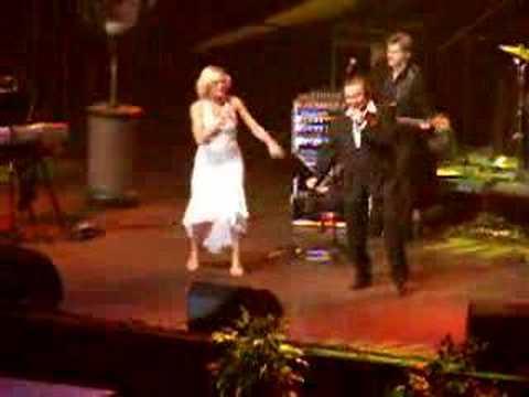 Karel Gott a Helena Vondrackova - Kávu si osladím Live 2007