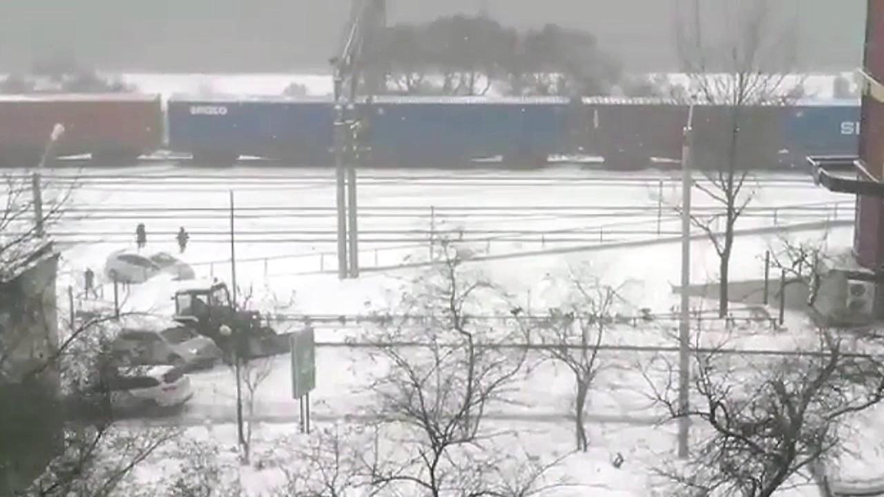 Массовые аварии после серьезного снегопада во Владивостоке
