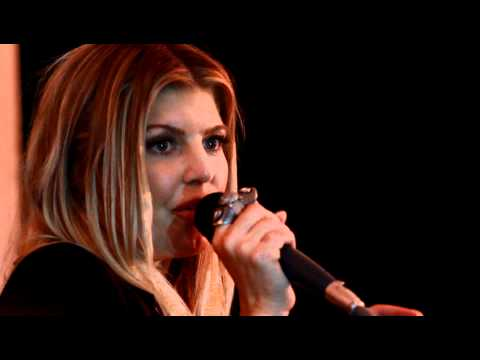 "Fergie - Black Eyed Peas ""Big Girls Dont Cry"" Acoustic @ Robin Hood Chase Bank Concert"