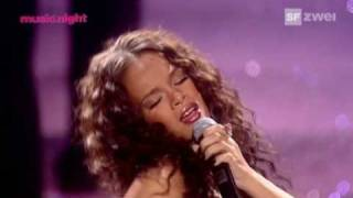 Rihanna   Unfaithful (Live) @ World Music Awards HQ